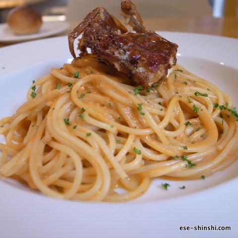 オマール海老のだしを使ったトマトクリームパスタ-マダラカフェ